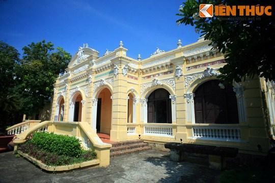 Sau này ông Trần Quang Chiêu (con thứ ba của ông Trần Nhuệ) thừa hưởng ngôi nhà nên công trình còn có tên gọi là nhà ông Ba Chiêu.