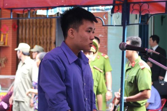 Bị cáo Nguyễn Hoàng Khánh tại phiên tòa lưu động