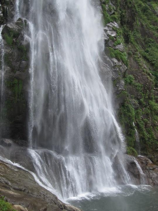 Vẻ hùng vĩ của ngọn thác Tác Tình - Ảnh: Nguyễn Châu Hoàng