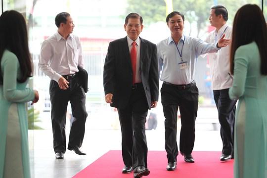 Nguyên Chủ tịch nước Nguyễn Minh Triết được chào đón nồng nhiệt khi đến dự đại hội sáng nay