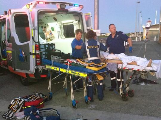 Xe cứu thương chở Morgan đến bệnh viện