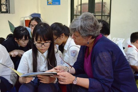 Trao đổi cùng các nhân viên Đại sứ quán Mỹ về sách bảo vệ tê giác