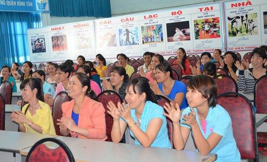 Nữ CNVC-LĐ quận Bình Tân, TP HCM dự buổi tư vấn
