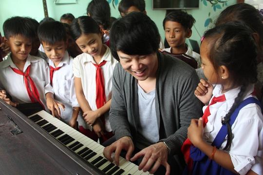 Lớp học nhạc cho trẻ em nghèo của Thanh Bùi