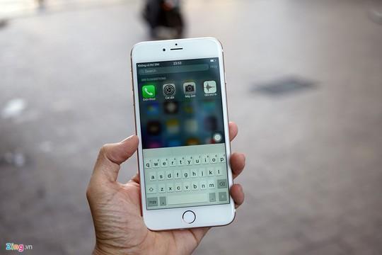 Tuy có giao diện nhái, nhưng chiếc smartphone này vẫn có công cụ search Spot Light.