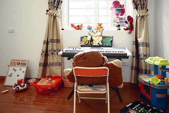 Phòng của trẻ dành nhiều không gian mặt sàn cho trẻ chơi.
