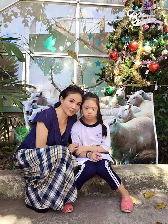 NSƯT Thanh Ngân đón giáng sinh với trẻ em khuyết tật