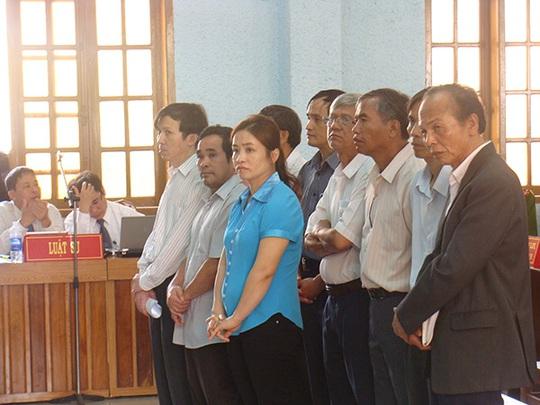 Các bị cáo tại phiên tòa sơ thẩm - Ảnh: Đình Dũng
