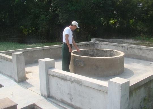 Giếng làng nơi phát hiện thi thể bé gái Trần Thị L. Ch.