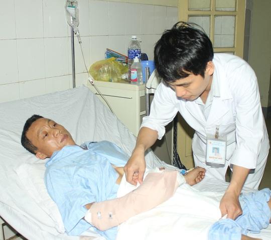 Sau 4 ngày phẫu thuật nối 2 ngón tay, sức khỏe của bệnh nhân Thành tiến triển rất tốt - Ảnh: Nghĩa Bình