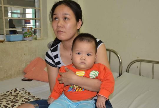 Mẹ con bé Phương Anh tại bệnh viện