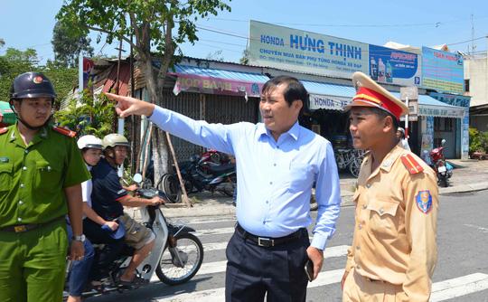 Ông Huỳnh Đức Thơ trực tiếp xuống hiện trường vụ tai nạn để kiểm tra