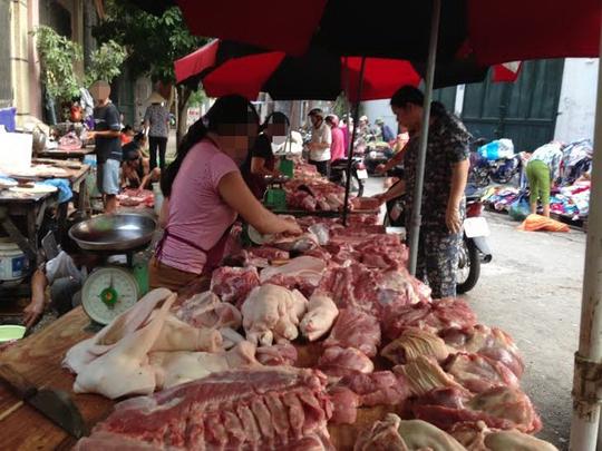 Người tiêu dùng lo ngại kháng sinh tồn dư trong thịt heo do sử dụng thuốc kháng sinh có thể gây nguy hại đến sức khỏeẢnh: Ngọc Dung