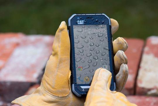Thả rơi, nước, găng tay ướt không là gì với Cat S30