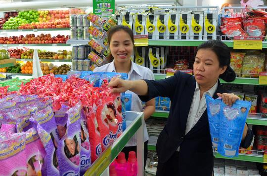 Người tiêu dùng Việt Nam đã bớt lo lắng về tình hình tài chính, kinh tế Ảnh: Tấn Thạnh