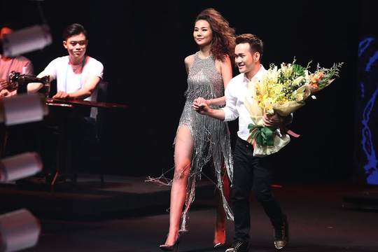 Siêu mẫu Thanh Hằng đẹp cuốn hút trong sô thời trang