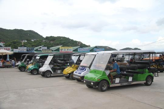 Nhà nghỉ vẫn mở cửa, hoạt động đưa rước khách tham quan bằng xe điện vẫn diễn ra bình thường.