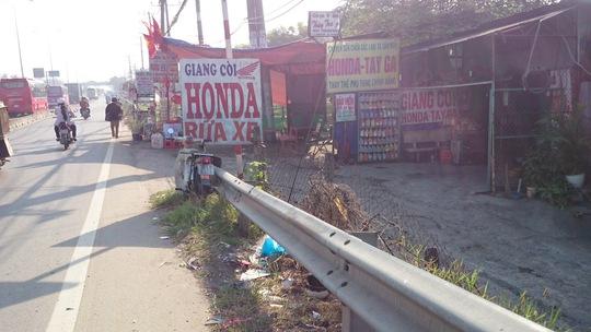 Một tiệm sửa xe sát cầu Cả Bốn nơi mà đinh tặc đang hoành hành.