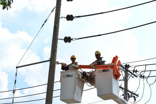 Giảm thời gian mất điện kế hoạch, đẩy mạnh sửa chữa điện nóng Live-line là mục tiêu của EVN HCMC trong tháng này