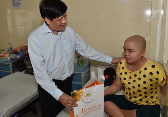 Bệnh nhi ung thư đón Tết Trung thu sớm trong bệnh viện