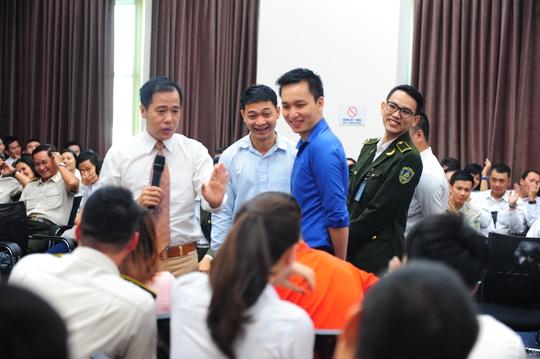 PGS.TS tâm lý Huỳnh Văn Sơn tập huấn cho cán bộ nhân viên sân bay Tân Sơn Nhất