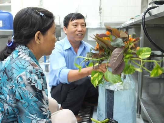 Vợ chồng thí sinh Nguyễn Thanh Dũng trước khi vào phần thi. Ảnh: M.Nhung
