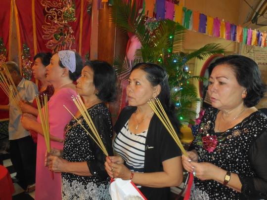 Xuân Yến, Thanh Thế, Kim Hương...thắp hương cúng Tổ tại đình Thái Hưng