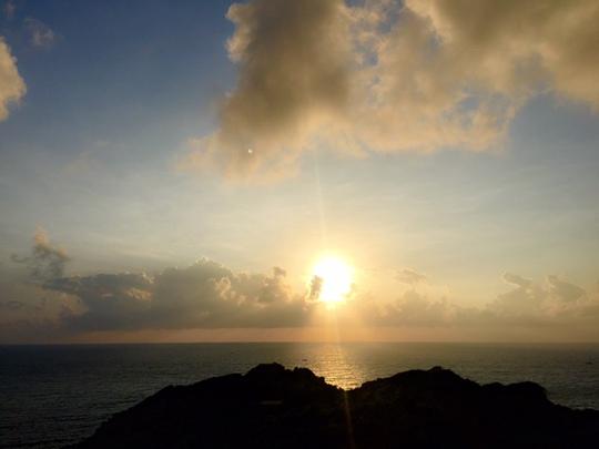 Rất nhiều người chọn ngắm bình minh trên bãi Chướng, đảo Bình Ba