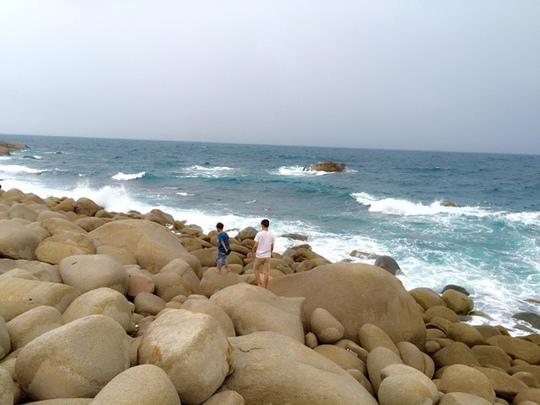 Bãi đá trứng đảo Bình Hưng