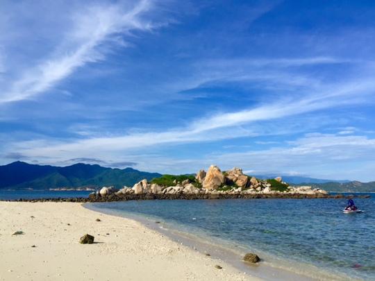 Đảo Hòn Khô, một địa điểm được nhiều du khách yêu thích tìm đến khi tới Bình Ba.