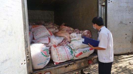 Xe chở thịt heo bị bắt giữ khi chuẩn bị phân phối thịt vào chợ công nhân