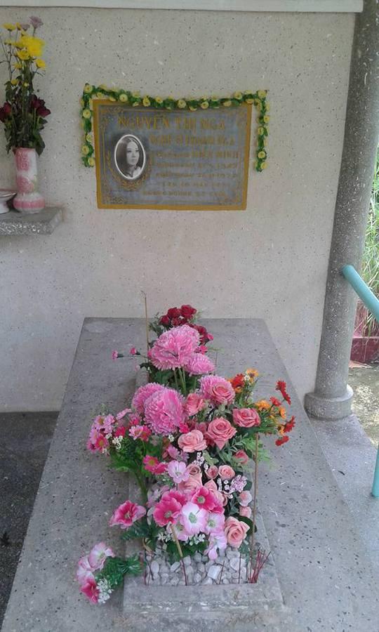 Hoa trên mộ cố nghệ sĩ