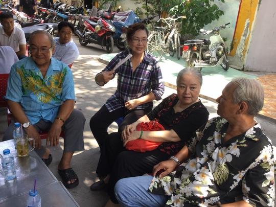 Hùng Minh, Tô Kim Hồng, Thanh Nguyệt và Quốc Nhi đến cúng giỗ đầu Hoài Trúc Phương