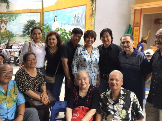 Các nghệ sĩ họp mặt trong ngày giỗ đầu của cố nghệ sĩ Hoài Trúc Phương