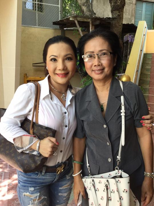 Cẩm Tiên đến dự buổi cúng giỗ Hoài Trúc Phương