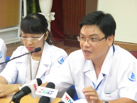 Các bác sĩ đang kể về hai ca mổ cứu sống hai cháu bé