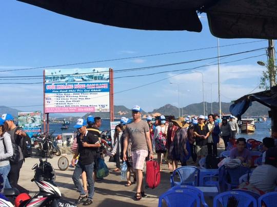 Đào Bình Ba đón hàng nghìn khách đến tham quan trong những ngày trước thời điểm đóng cửa du lịch