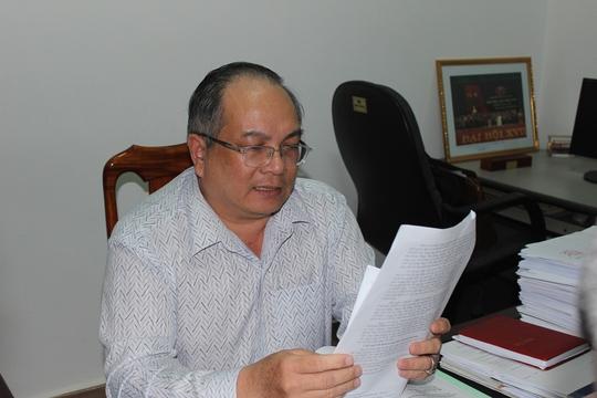 Ông Huỳnh Ngọc Bông thông báo kết luận cuộc họp - ảnh Kỳ Nam