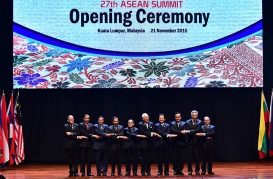Các nhà lãnh đạo ASEAN tại lễ khai mạc - Ảnh: Nhật Bắc