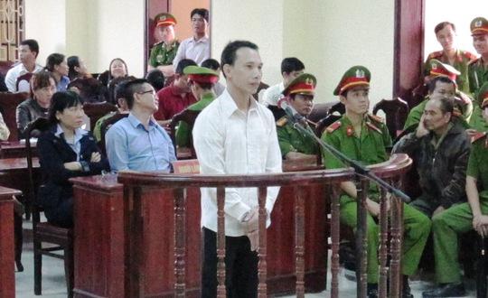 Bị cáo Mẫn Đức Phương khai trước tòa