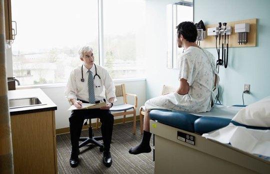 Nhiều đàn ông lo lắng dụng cụ phẫu thuật dễ gây tổn hại chức năng tình dục của họ