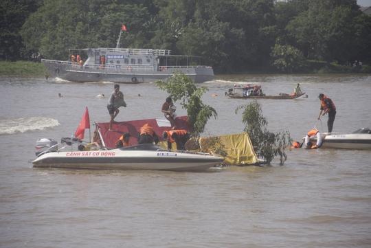 CSCĐ nhanh chóng có mặt cứu người và tài sản nhân dân bị bão đánh sập, trôi trên sông