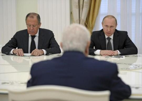 Cả Tổng thống Vladimir Putin (phải) lẫn Ngoại trưởng Sergey Lavrov đều khẳng định Nga chưa có ý định tham chiến ở Syria. Ảnh: Reuters