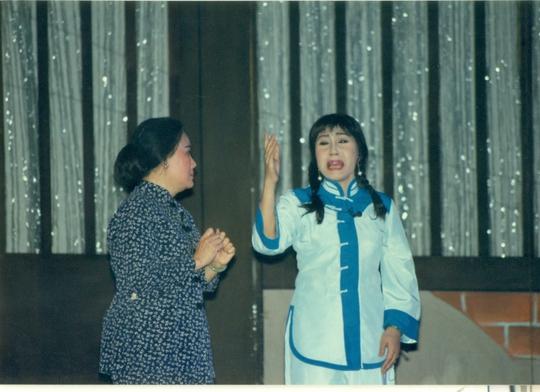NSƯT Thanh Nguyệt (vai Thị Bình) và NSND Lệ Thủy (vai Lỗ Tứ Phượng) trong vở Lỗi Vũ (đoàn 284)