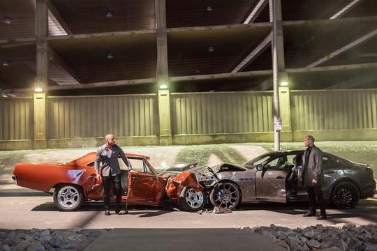 Leg: Một cảnh trong phim Furious 7. Ảnh: Universal Pictures