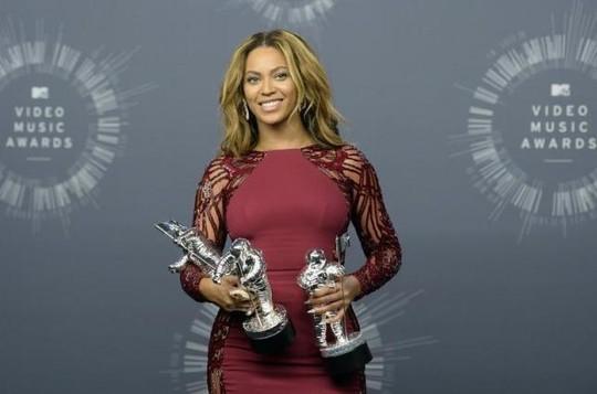 Beyonce kiện vì bị lạm dụng hình ảnh
