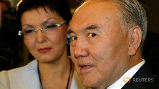 Tổng thống Kazakhstan Nursultan Nazarbayev và con gái, bà Dariga hồi tháng 9-2015  Ảnh: REUTERS
