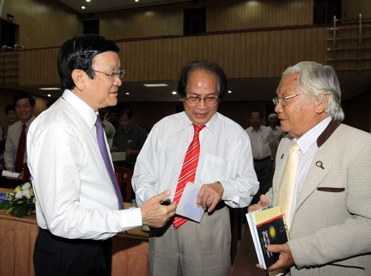Chủ tịch nước Trương Tấn Sang cùng các đại biểu dự hội thảoẢnh: TTXVN