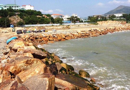 Công ty Cổ phần Nha Trang Sao đã đổ đất đá lấn vịnh Nha Trang gần 23.000 m2Ảnh: HỒNG ÁNH