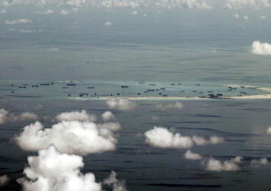 Đảo nhân tạo Trung Quốc xây dựng trái phép trên biển Đông. Ảnh: Reuters